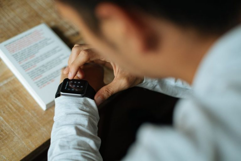 Smartwatch information in Hindi